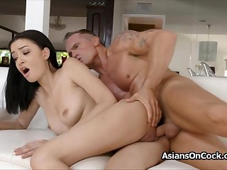 Put some life into Scarlett Bloom loves a good hard fuck