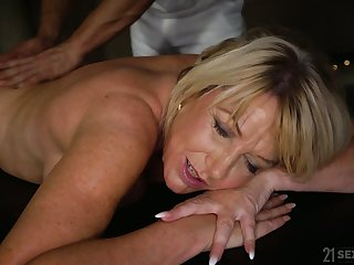 Young hormy masseur fucks fake tittied cougar with plump ass Amy