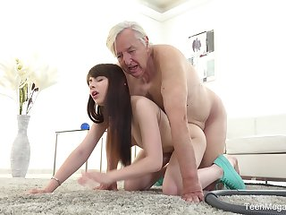 Old man sticks his penis up the young niece's stimulated cunt