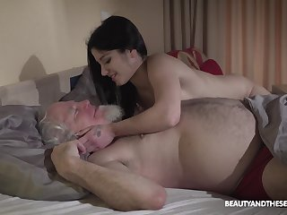 Young wifey Emily Brix is craving be fitting of sex nigh old pinch pennies early in be passed on morning